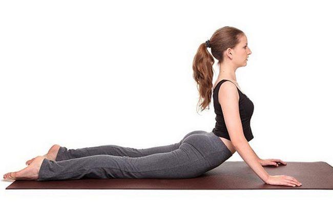 poses de ioga para SOP - bhujangasana (pose da cobra)