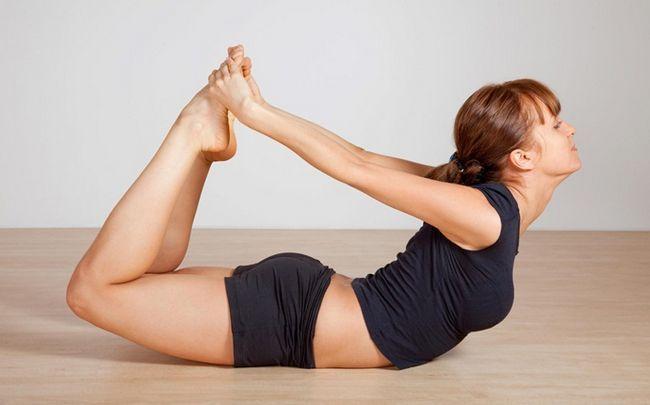 poses de ioga para SOP - dhanurasana (Bow Pose)