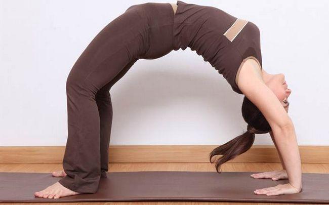 poses de ioga para a ciática - chakrasana ou A pose da curva