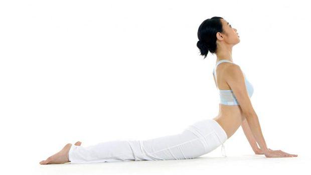 poses de ioga para a ciática - pose da cobra