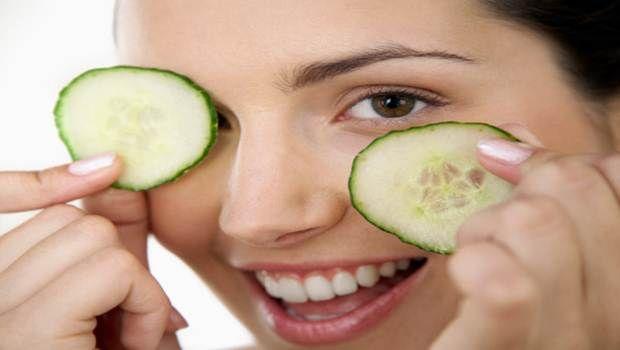 9 Remédios caseiros naturais para os olhos inchados