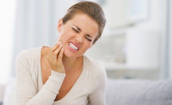 Como curar uma dor de dente em casa com remédios Home