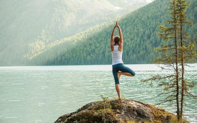 poses de ioga para melhor sexo - árvore