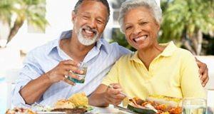 Nutrição para orientações adultos mais velhos: comer para a saúde e bem-estar