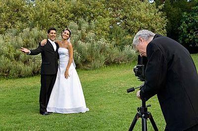 ideias de casamento em um orçamento com cinegrafistas e fotógrafos